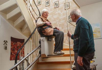 Adaptation du logement handicap / perte d'autonomie - Mise en place d'un monte-escalier, ascenseur (SOliHA Ariège)